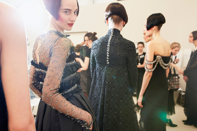 chanel-fall-winter-2015-16-haute-couture-backstage-10