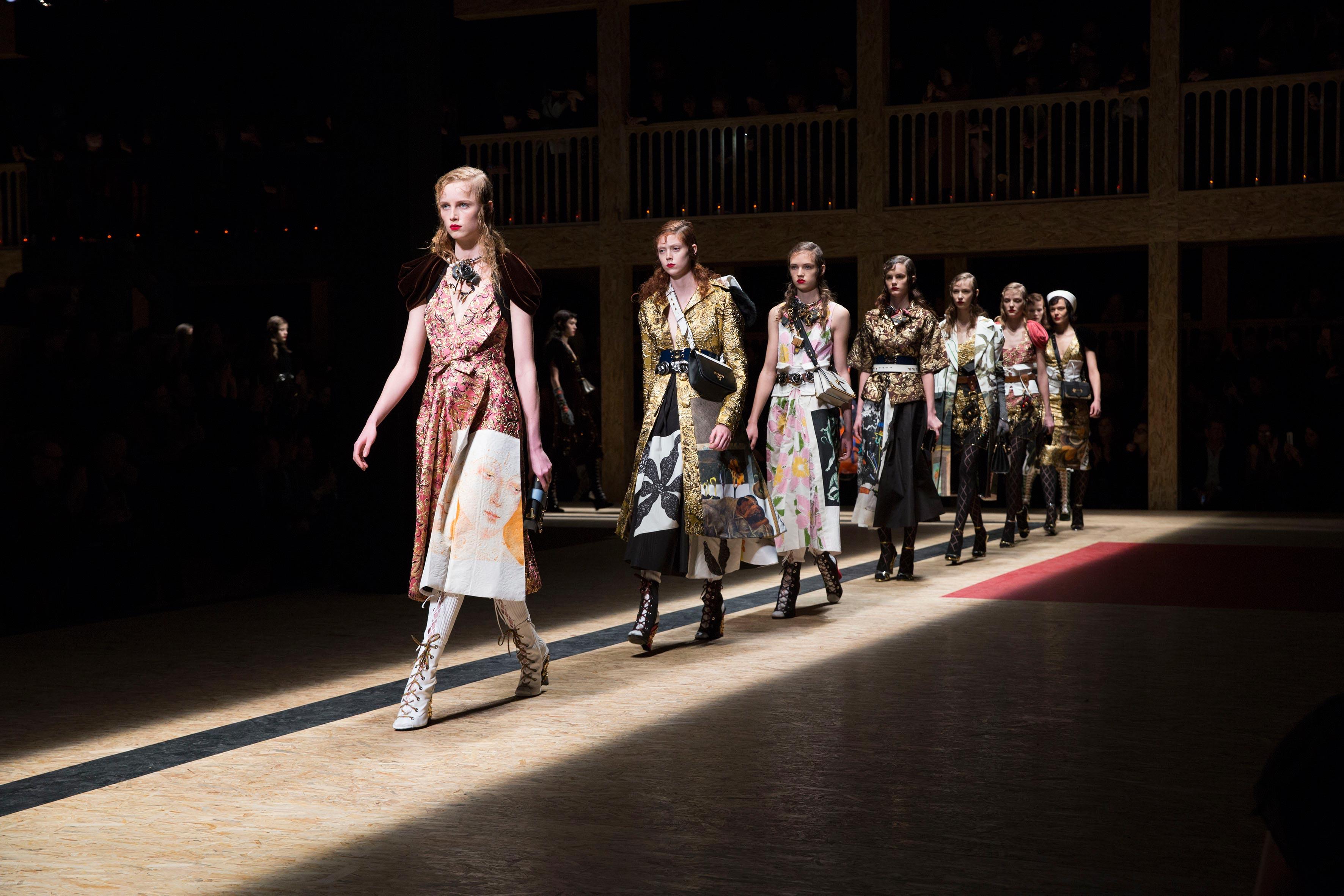 Prada-Women's-FW16_Fashion-showspace_-Parade_01